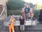 RPPaul Hepp jr., Mrkus Schuhmacher und Luca Geillinger holen die Kleereibe aus Gaisbeuren ab